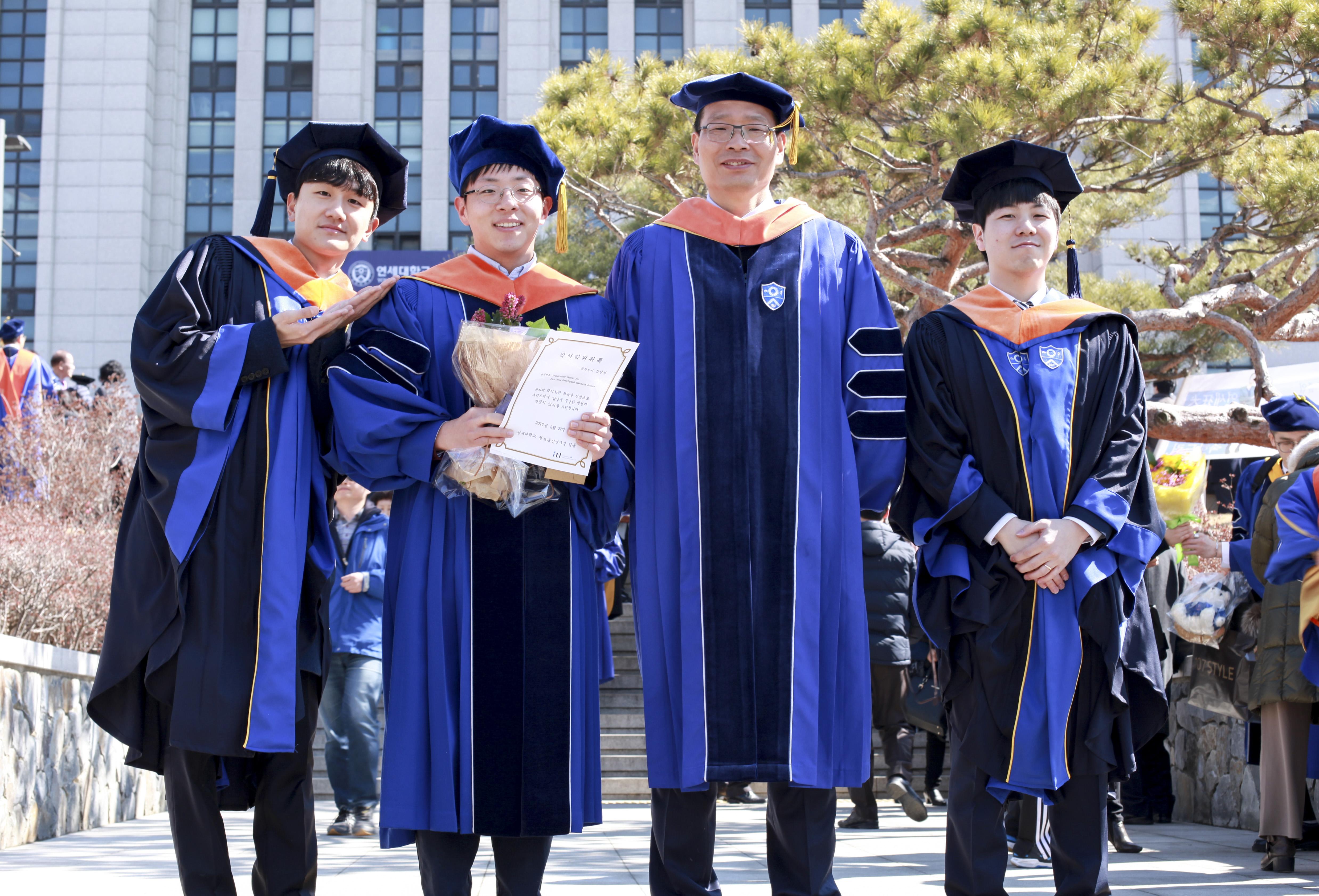 20170227_graduation_1.jpg